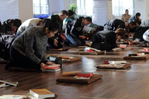 Chinese authorities forcibly detain pastor, wife by chaining door to their home